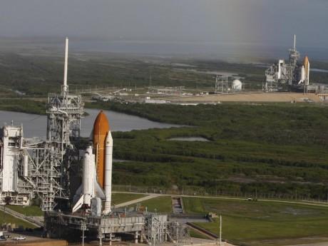Vorn Atlantis, dahinter die Endeavour. / NASA - Troy Cryder